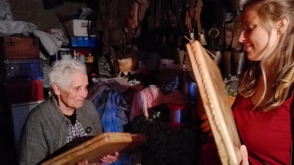 Apprentissage du pandero cuadrado avec Irene, Asturies 2014